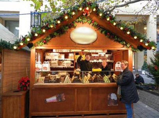 Hüpfburg und eventmodule mieten in berlin   weihnachtsmarkthütten